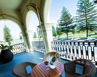 Largs Pier Hotel Motel - Largs Bay - Balcony