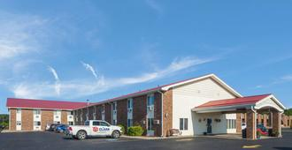 Econo Lodge Inn & Suites - Escanaba