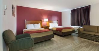 Econo Lodge Inn & Suites - Escanaba - Bedroom