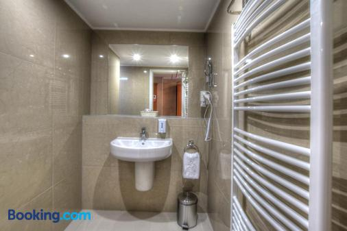 Anna Hotel Budapest - Budapest - Bathroom