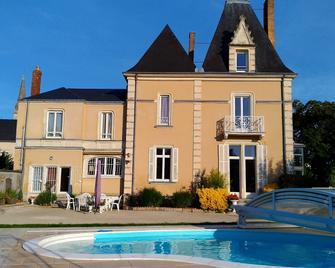 Chambres d'Hôtes Les Clefs du Bonheur - Château Gontier - Gebäude