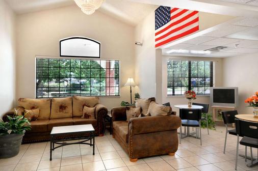 Microtel Inn & Suites by Wyndham Arlington/Dallas Area - Arlington - Lobby