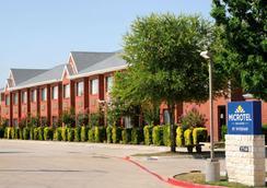 Microtel Inn & Suites by Wyndham Arlington/Dallas Area - Arlington - Building