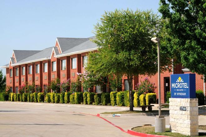 Microtel Inn & Suites by Wyndham Arlington/Dallas Area - Arlington - Rakennus