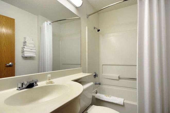 Microtel Inn & Suites by Wyndham Arlington/Dallas Area - Arlington - Kylpyhuone