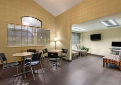 Microtel Inn & Suites by Wyndham Arlington/Dallas Area - Arlington - Ravintola