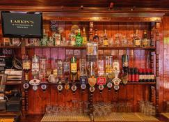 Larkin's Pub, Restaurant, and B&B - מילטאון