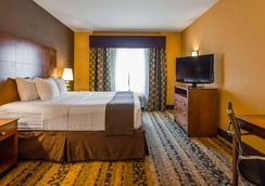 Best Western Plus Tupelo Inn & Suites - Tupelo - Bedroom