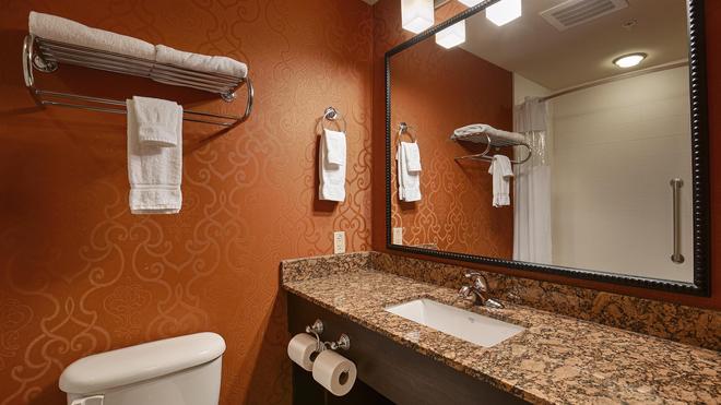 Best Western Plus Tupelo Inn & Suites - Tupelo - Bathroom