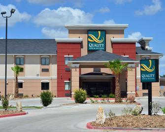 Quality Inn & Suites Kenedy - Karnes City - Kenedy - Gebäude