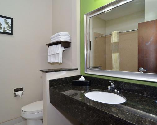 Quality Inn & Suites Kenedy - Karnes City - Kenedy - Bathroom