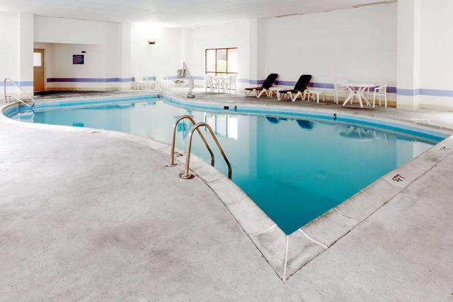Days Inn Indianapolis - Indianapolis - Pool