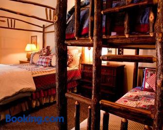Circle Bar B Guest Ranch - Schoener - Slaapkamer