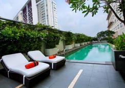 Harris Hotel & Conventions Kelapa Gading - North Jakarta - Pool