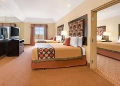 Super 8 by Wyndham Hidalgo/McAllen Area - Hidalgo - Bedroom