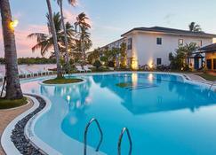Microtel by Wyndham Puerto Princesa - Puerto Princesa - Pool