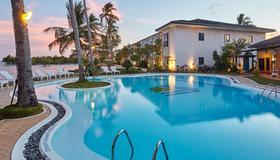Microtel by Wyndham Puerto Princesa - Puerto Princesa - Uima-allas