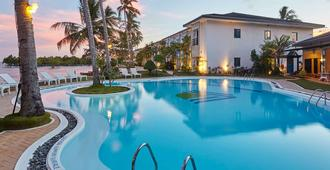 Microtel by Wyndham Puerto Princesa - Thành phố Puerto Princesa - Bể bơi
