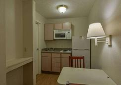 Intown Suites Greenpoint - Houston - Phòng bếp