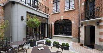 Vintage Hotel Brussels - Brussels - Patio