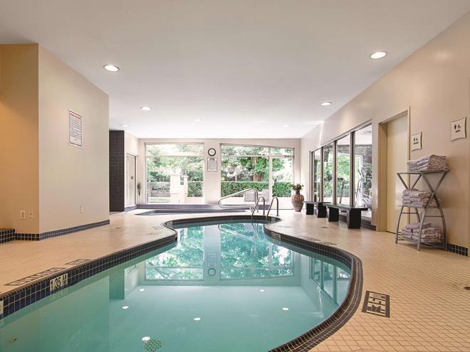 溫哥華機場拉昆塔套房酒店 - 列治文 - 里士滿 - 游泳池