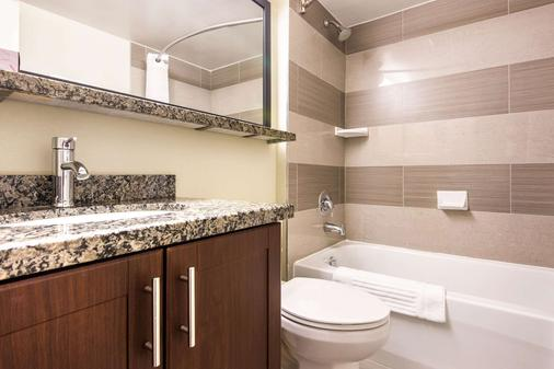 Comfort Inn Airport West - Mississauga - Phòng tắm