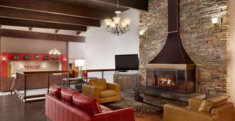 Ramada by Wyndham Spokane Airport - Spokane - Lounge