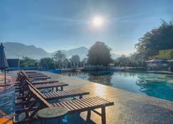 芭功康德派度假村飯店 - 拜縣 - 游泳池
