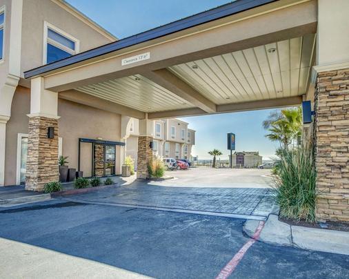 Comfort Inn & Suites I-10 Airport - El Paso - Building