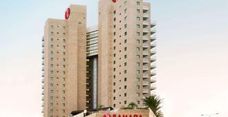 Ramada Hotel & Suites by Wyndham Netanya - Нетания - Здание