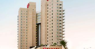 Ramada Hotel & Suites by Wyndham Netanya - Netanja - Gebäude