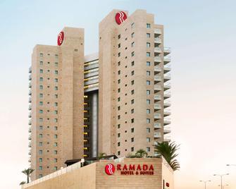 Ramada Hotel & Suites by Wyndham Netanya - Нетанья - Building