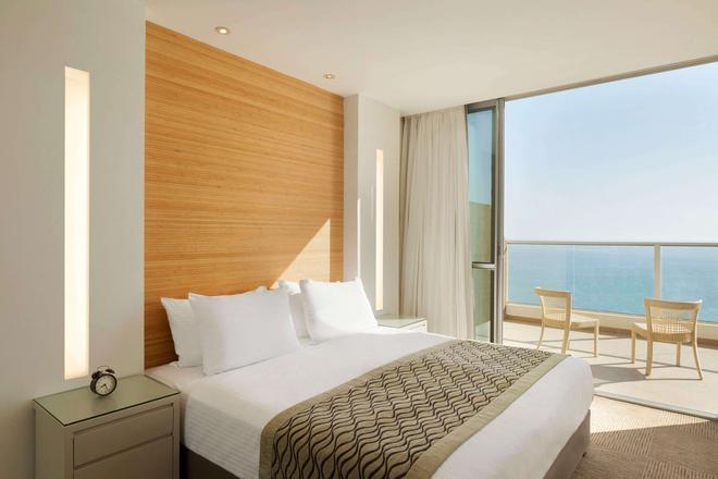 Ramada Hotel & Suites by Wyndham Netanya - Netanya - Habitación