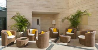 Ramada Hotel & Suites by Wyndham Netanya - Netanya - Patio