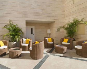 Ramada Hotel & Suites by Wyndham Netanya - Natania - Hol