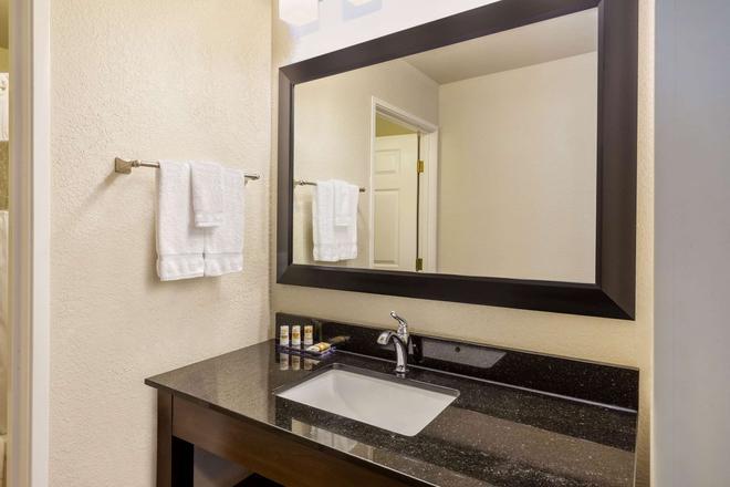 La Quinta Inn & Suites by Wyndham Spokane Valley - Σποκέιν - Μπάνιο
