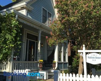 The Madison House Bed And Breakfast - Nevada City - Building
