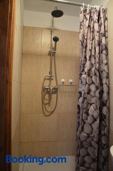 Szent Iván Vendégház - Tata - Bathroom