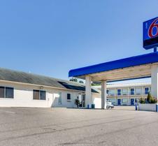 Motel 6 Fayetteville, AR