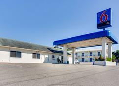 Motel 6 Fayetteville - Ar - Fayetteville - Building