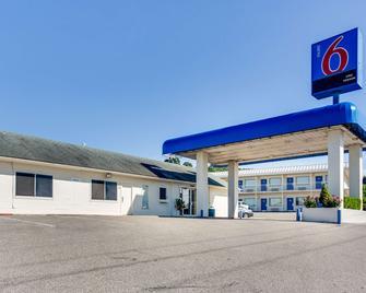 Motel 6 Fayetteville, AR - Fayetteville - Gebäude