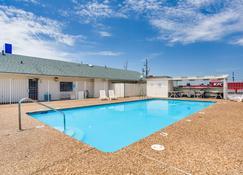 Motel 6 Fayetteville - Ar - Fayetteville - Pool