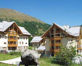 Résidence Lagrange Vacances Les Chalets Du Galibier 1 Et 2 - Valloire - Budova