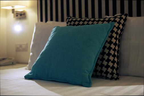 Best Western Regency Suites - Tel Aviv - Bedroom