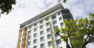 One Pacific Hotel & Serviced Apartments - George Town - Bâtiment