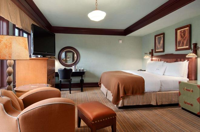 The Arctic Club Seattle - a DoubleTree by Hilton - Seattle - Bedroom