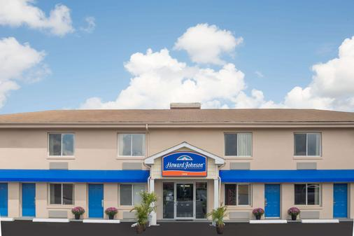 Howard Johnson by Wyndham Springfield - Springfield - Building