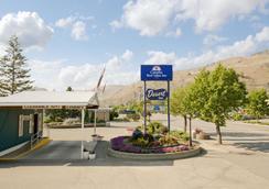 Canadas Best Value Desert Inn & Suites Cache Creek - Cache Creek - Außenansicht