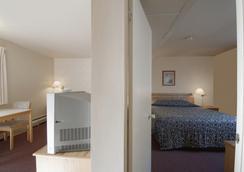 Canadas Best Value Desert Inn & Suites Cache Creek - Cache Creek - Schlafzimmer