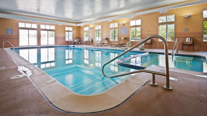 Best Western Plus Coldwater Hotel - Coldwater - Pool
